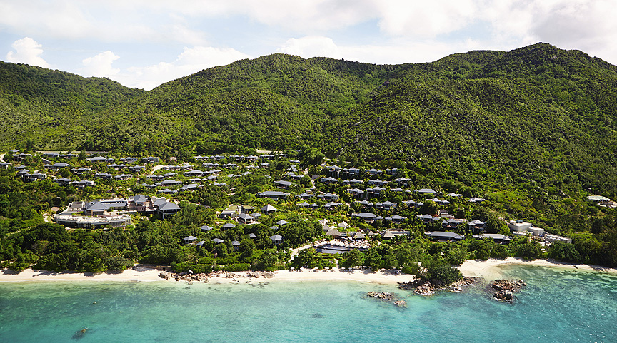 Raffles Praslin nestles between the blues of the sky and the sea