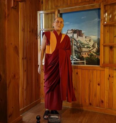dalai-lama wax statue